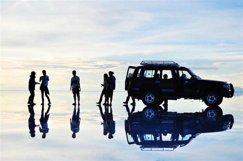 Der Salar de Uyuni - ein klassisches Beispiel, bei dem es sich lohnt, die richtige Reisezeit zu beachten. Denn: Bei Regen bildet sich ein wunderschöner Endlosspiegel. Regen gibt's allerdings nicht das ganze Jahr, deswegen ist guter Rat teuer!