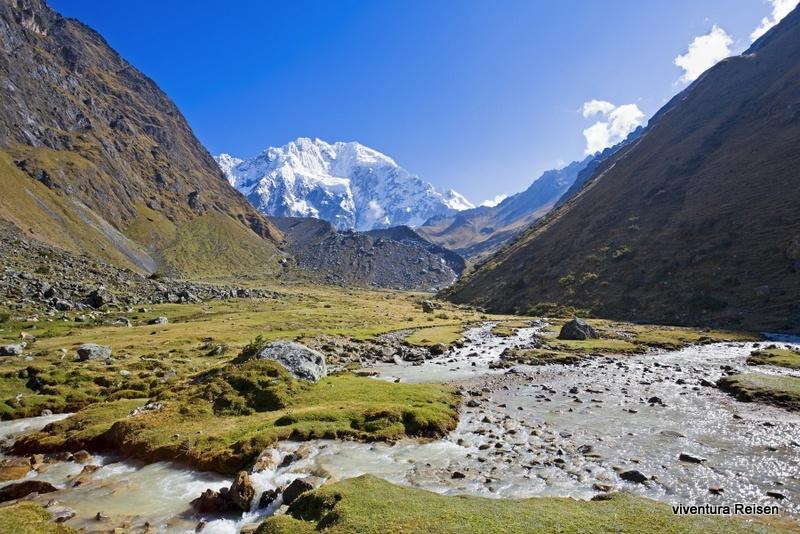 """Auf dem Akantay Trek erwarten Sie spektakuläre Blicke. Hier: Der Berg Salkantay (6271m) vorbei, der in Quechua Sprache """"Wilder Berg"""" genannt wird"""
