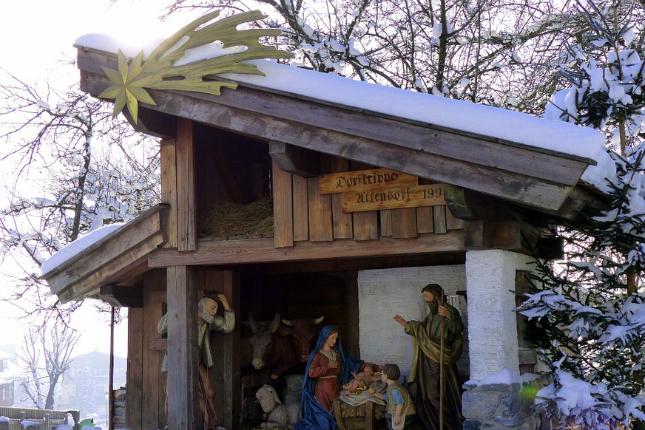 Weihnachten in Südamerika:  Eine Krippe mit Schnee werden die Kinder in Sucre wohl nicht entdecken!