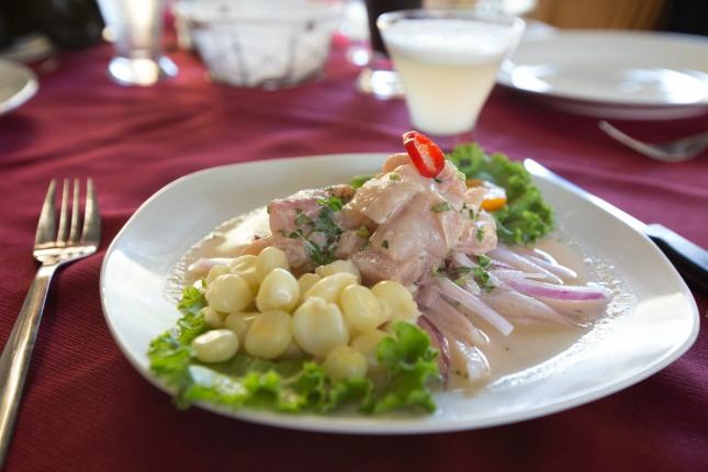 Peruanisches Ceviche ist eine wahre Landesspezialiät, die du dir nicht entgehen lassen solltest!