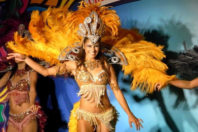 Sambatänzerinnen in Rio de Janeiro trainieren das gnaze Jahr über für ihren Auftritt an Karneval